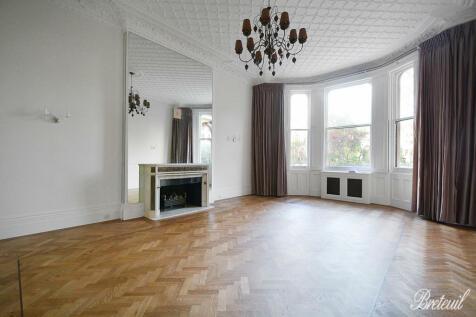 Ennismore Gardens, London, SW7. 3 bedroom apartment for sale