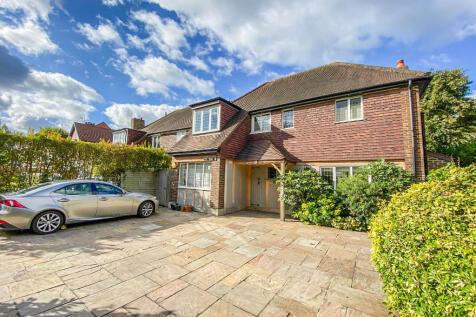 Upper Brighton Road, Surbiton, Surrey, KT6. 4 bedroom detached house