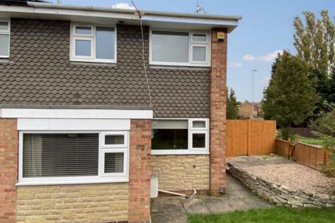 Valley Road, Grantham. 3 bedroom semi-detached house