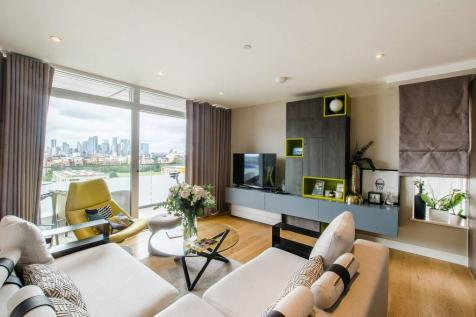 Peartree Way, North Greenwich, London, SE10. 3 bedroom penthouse for sale