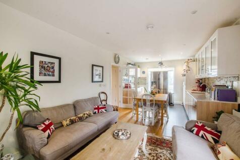 Peartree Way, North Greenwich, London, SE10. 2 bedroom flat