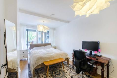 Peartree Way, North Greenwich, London, SE10. 2 bedroom flat for sale