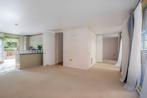 Becquerel Court, Greenwich, London, SE10. 2 bedroom flat