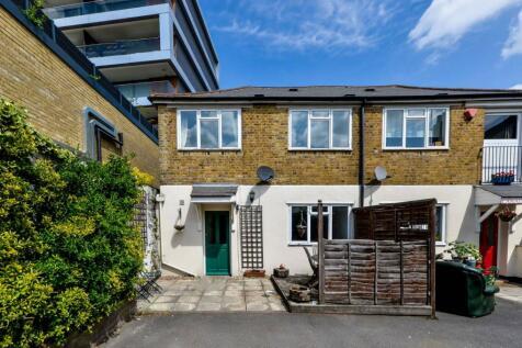 Calvert Road, Greenwich, London, SE10. 2 bedroom semi-detached house