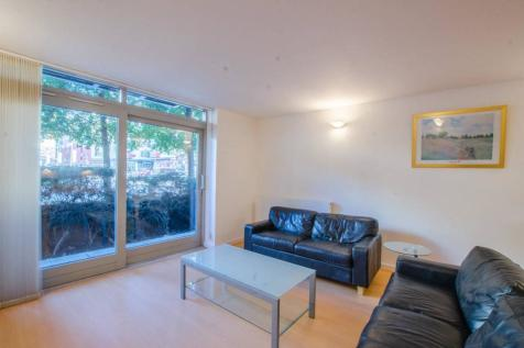 Holly Court, Greenwich, London, SE10. 2 bedroom flat