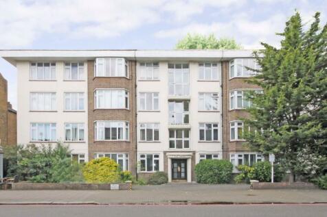 St. Margarets Road, St Margarets. 2 bedroom flat