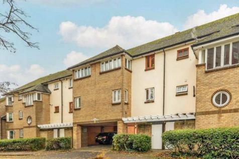 Manor House Way, Isleworth. 1 bedroom flat