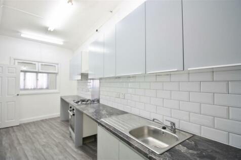 Kensington Gardens, Ilford, Essex, IG1 3EN. 1 bedroom flat