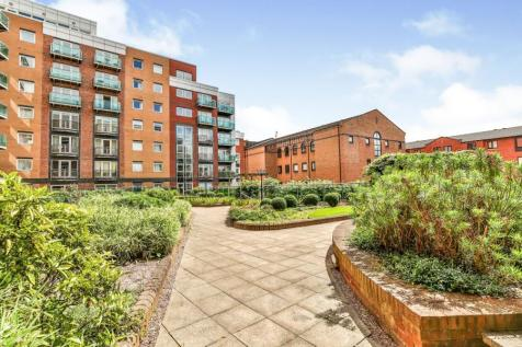 Royal Plaza, 2 Westfield Terrace, Sheffield, South Yorkshire, S1. 3 bedroom flat for sale
