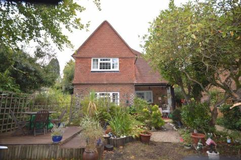 13 Meadway, Haslemere. 4 bedroom character property