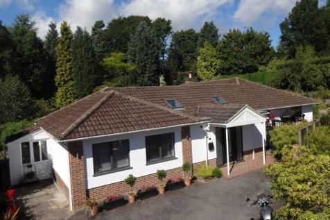 Church Road, Haslemere QUIET LOCATION, WALK OF TOWN & STATION. 4 bedroom bungalow