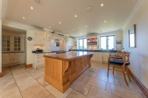 6 bedroom House Detached in Ruthin. 6 bedroom house