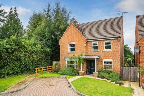 Newbery Close, Chaldon, Caterham, CR3 6GD. 5 bedroom detached house