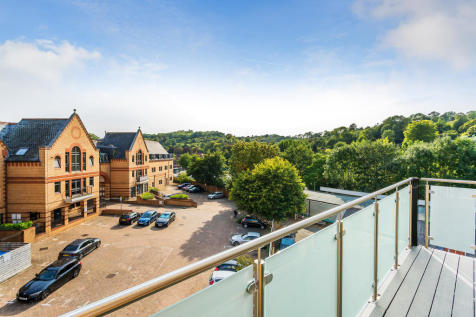 Whyteleafe Hill, Whyteleafe, CR3 0FA. 2 bedroom apartment