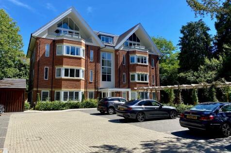 Burton Road, BRANKSOME PARK, Poole, Dorset, BH13. 2 bedroom flat
