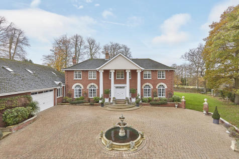 Bury St Edmunds, Suffolk. 6 bedroom detached house for sale