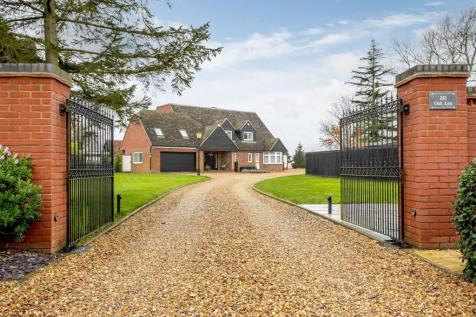 Newton Road, Rushden, Northamptonshire. 6 bedroom equestrian facility for sale
