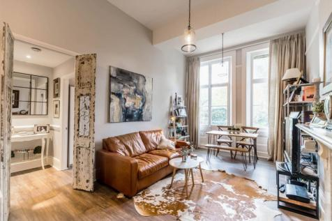 Warwick Road, Earls Court, London, SW5. 2 bedroom flat