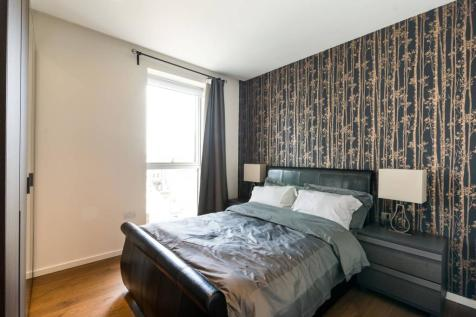 Lillie Square, West Brompton, London, SW6. 1 bedroom flat
