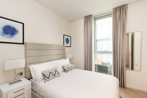 Columbia Gardens, Earls Court, London, SW6. 1 bedroom flat