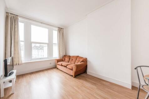 Earls Court Road, Earls Court, London, SW5. 1 bedroom flat