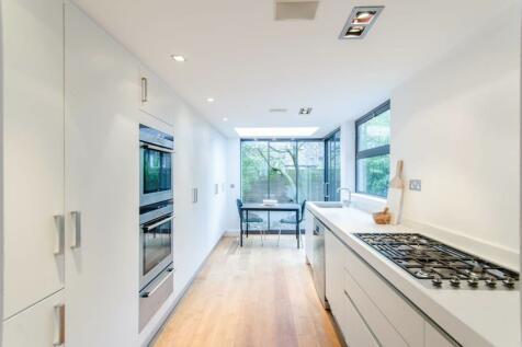 Fernshaw Road, Chelsea, London, SW10. 4 bedroom flat