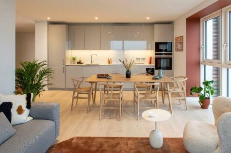 1006 Walton Heights, 143 Walworth Road, SE17 1FZ. 2 bedroom apartment for sale