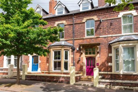 Warwick Square, Carlisle. 6 bedroom terraced house for sale