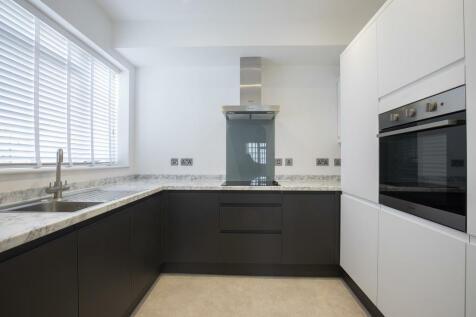 High Street, Cheltenham GL50 1DX. 1 bedroom apartment