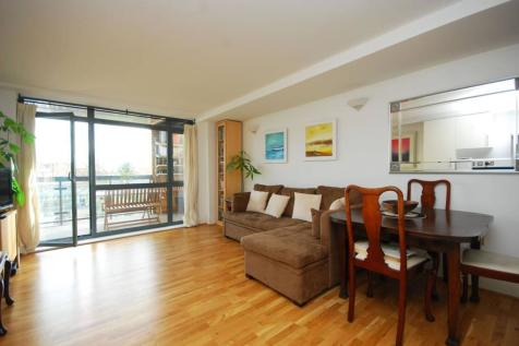 Newington Green, Stoke Newington, London, N16. 2 bedroom flat