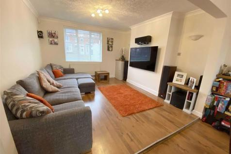 Awsworth Road, Ilkeston, Derbyshire. 4 bedroom semi-detached house
