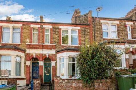 Olven Road, London, SE18. 3 bedroom terraced house