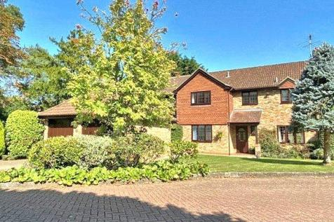 Woking, Surrey, GU22. 5 bedroom detached house for sale