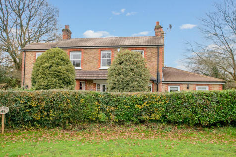 Saunders Lane, Hook Heath. 5 bedroom detached house for sale