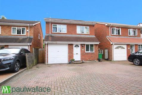 Stafford Close, West Cheshunt. 4 bedroom detached house for sale