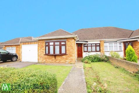 Maybury Avenue, West Cheshunt. 3 bedroom bungalow for sale