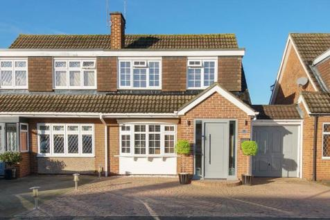 Perrysfield Road, cheshunt. 3 bedroom semi-detached house for sale