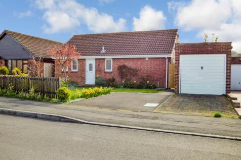 Arundell Close, Westbury. 2 bedroom detached bungalow