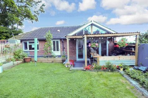 Upland Rise, Westbury. 3 bedroom detached bungalow