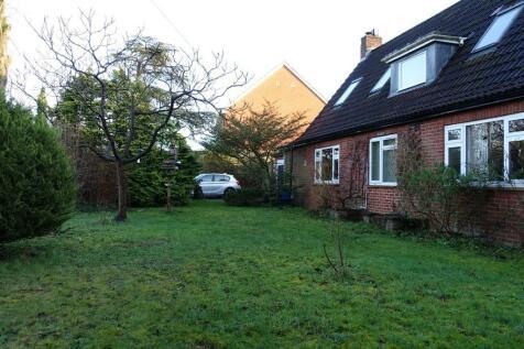 Hilperton, Trowbridge. 4 bedroom detached bungalow