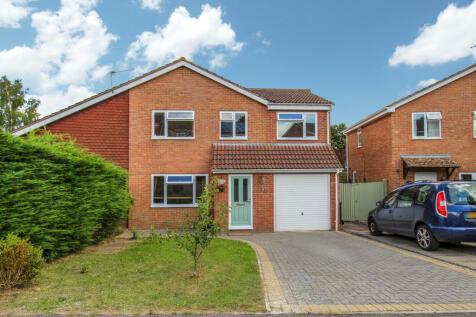 Lynwood Drive, Trowbridge. 5 bedroom semi-detached house