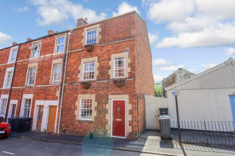 Yerbury Street, Trowbridge. 4 bedroom end of terrace house