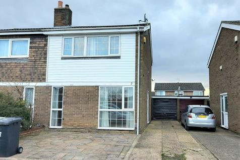 Alfred Cope Road, Sandy. 3 bedroom semi-detached house