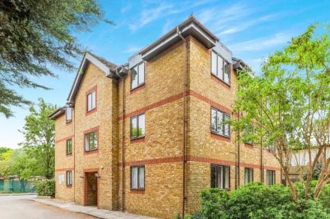 Coopers Lodge, Acre Road, Kingston Upon Thames, KT2. Studio flat