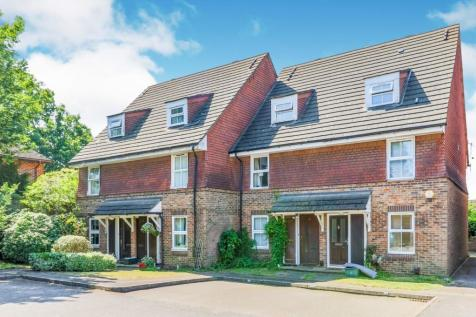 Windmill Rise, Kingston Upon Thames, KT2. 2 bedroom terraced house