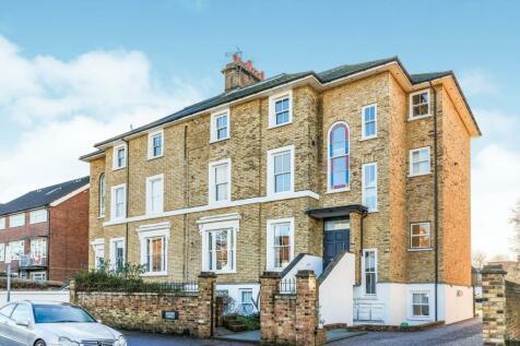 Ratcliffe House, Uxbridge Road, Kingston, KT1. 2 bedroom flat
