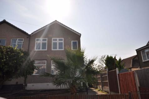 Austral Drive, Hornchurch, Essex. 2 bedroom maisonette