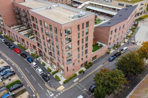 Fife Road, Canning Town , London, E16. 3 bedroom flat for sale