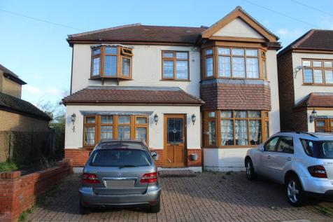 Albany Road, Hornchurch, Essex, RM12 4AE. 5 bedroom detached house for sale