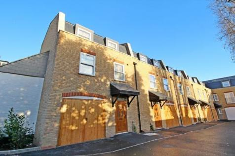 Rose & Crown Mews, Isleworth, Middlesex, TW7. 4 bedroom town house